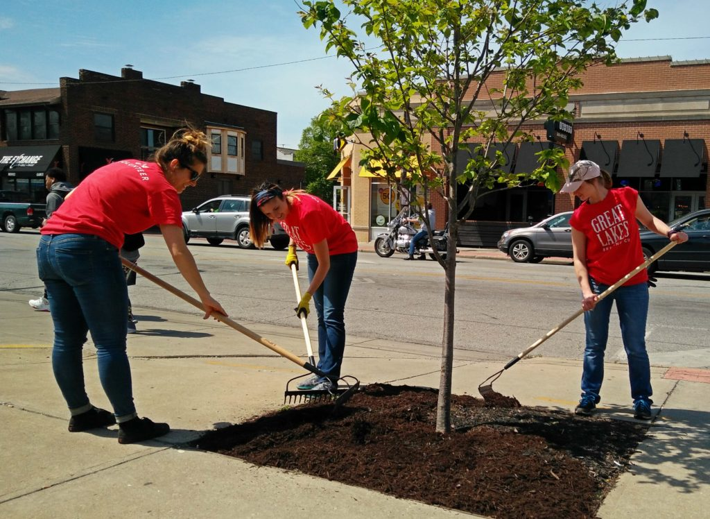 LakewoodAlive volunteer project with Great Lakes Brewing Company